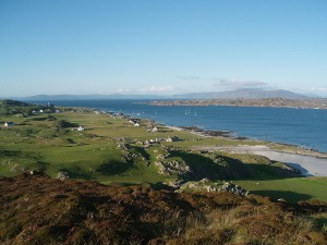 800px-Iona_Island_-_View_of_Baile_Mòr_and_the_abbey