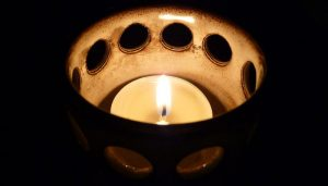 1024px-Teelicht_2009