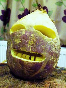 450px-traditional_cornish_jack-o-lantern_made_from_a_turnip